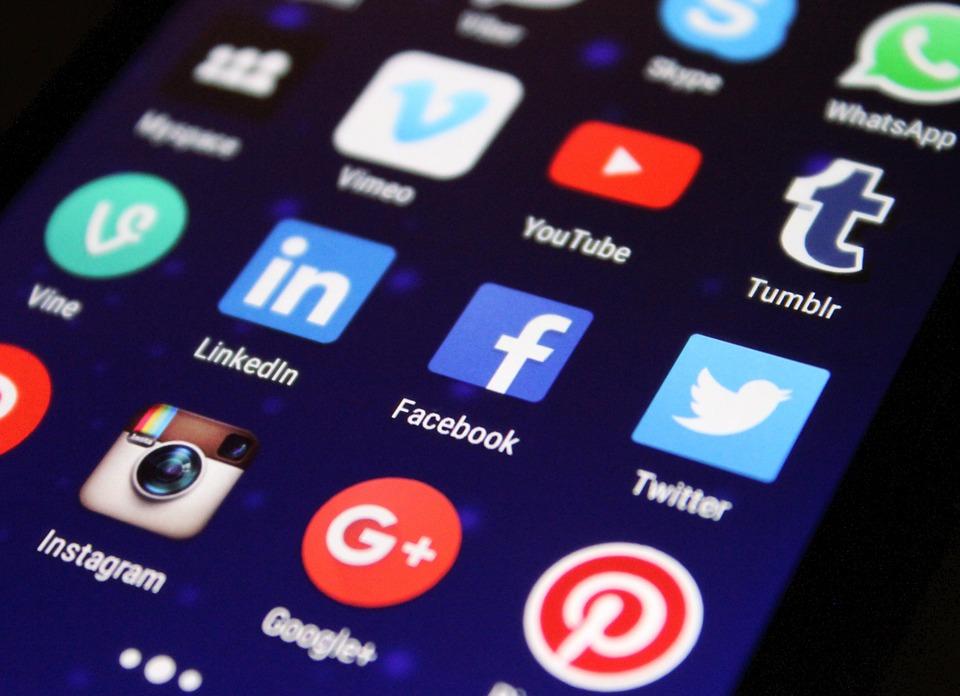 ¿Son las empresas activas en las redes sociales?