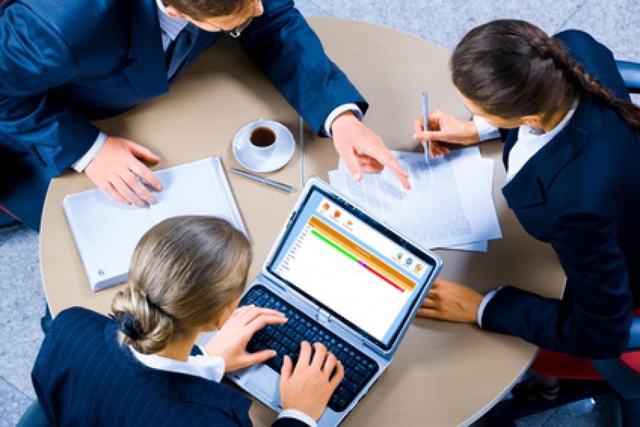 ¿Trabajan los departamentos Comercial y de Marketing de manera conjunta?