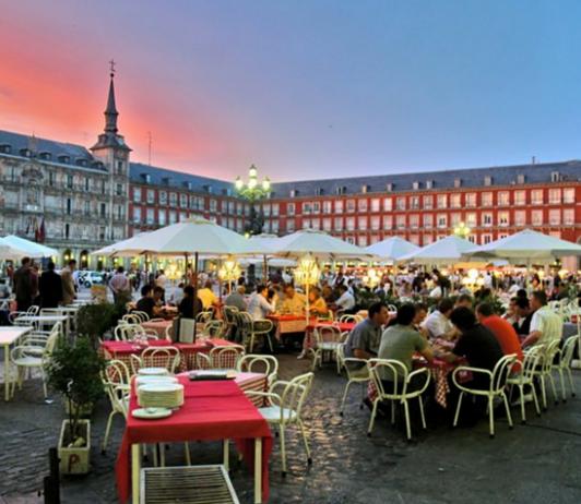 El consumo y el turismo disparan el comercio