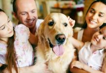 Familia con animal de compañía
