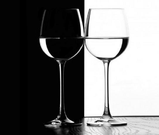 vaso negro y blanco