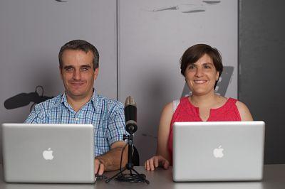 José Vicente y su mujer con ordenadores Apple