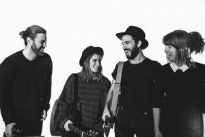 cuatro músicos de Adqustic