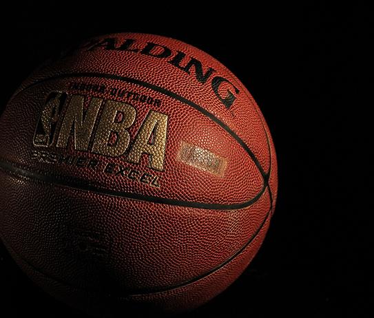 Balón de baloncesto con las letras NBA