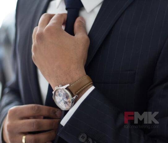 La corbata deja de ser obligatoria en los negocios